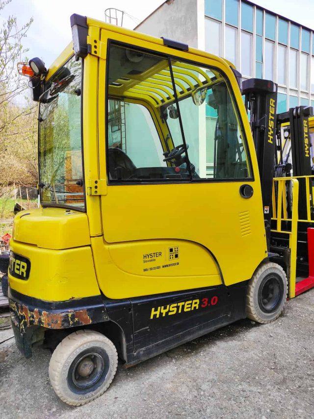 jazdeny vysokozdvizny vozik Hyster J3.0